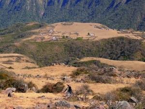 Sur la route entre Alto Calilegua (dans le fond de l'image) et Cerro Amarillo