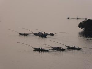 Bateaux de pêche traditionnelle au lac Kivu