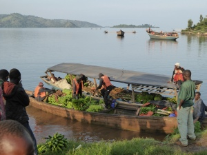 Embarcation au bord du lac Kivu